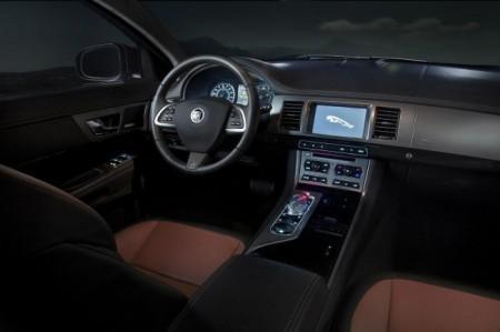 Jaguar XF 2012: салон
