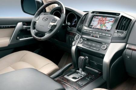 Toyota Land Cruiser 200: салон