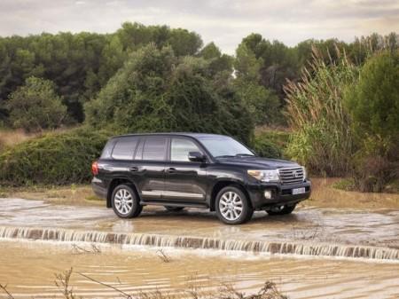 Toyota Land Cruiser 200: экстерьер