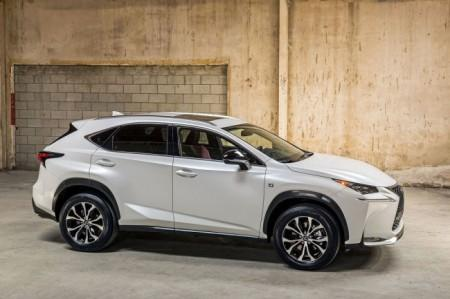 Lexus NX: вид сбоку