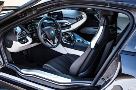 BMW i8: салон