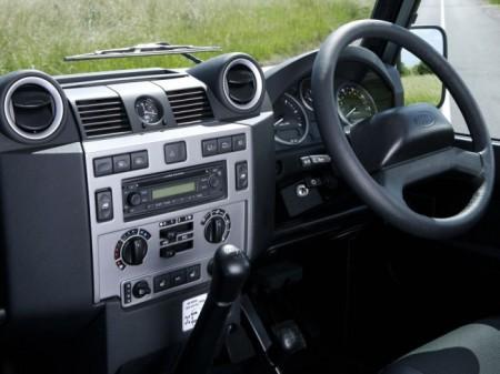 Land Rover Defender: салон