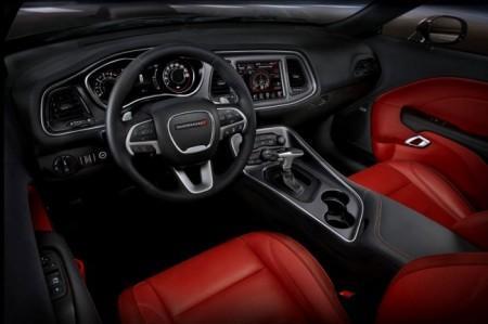 Dodge Challenger 2015: салон