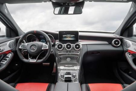 Mercedes C63 AMG: салон