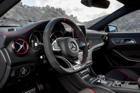 Mercedes CLA 45 AMG Shooting Brake салон