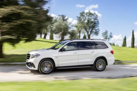 белый Mercedes GLS