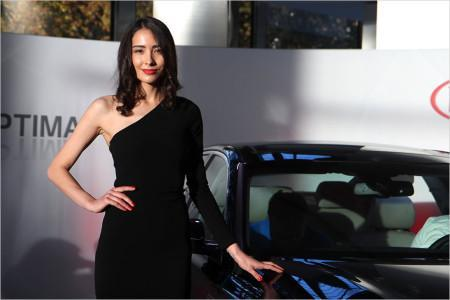 красивая девушка на автосалоне во Франкфурте 2015