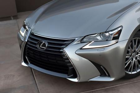 Lexus GS 2016 - рестайлинговые фары и решетка
