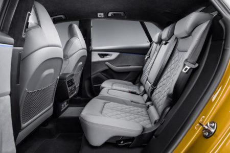 Audi Q8 - задние сиденья