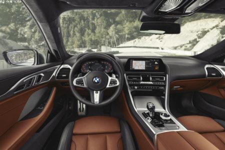 BMW 8-Series - салон