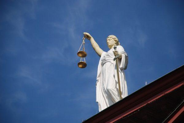 Введение рассмотрения споров общественными примирителями снизило на 40% число судебных страховых тяжб в 2019 году