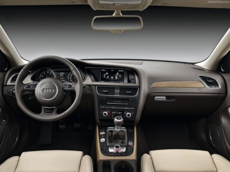 Audi A4: салон