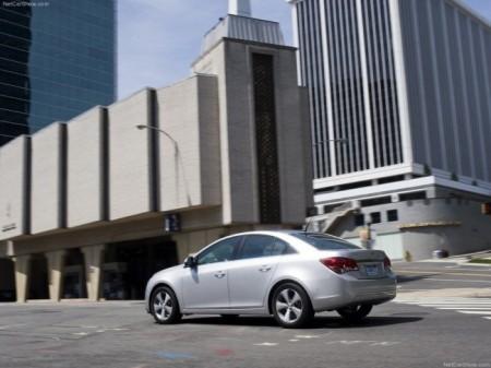Chevrolet Cruze 2013: вид сбоку