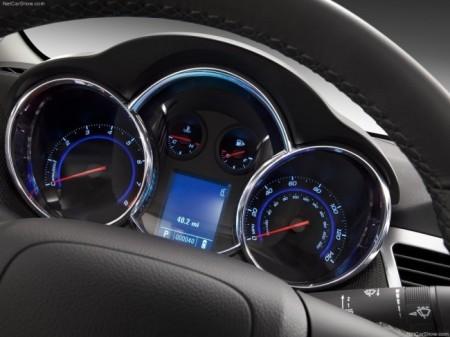 Chevrolet Cruze 2013: панель приборов