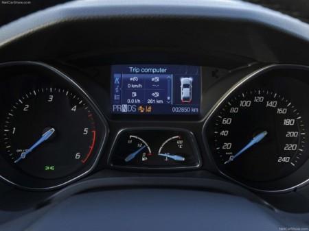 Ford Focus 3: панель приборов