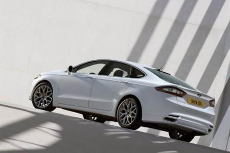 Ford Mondeo 5: вид сзади
