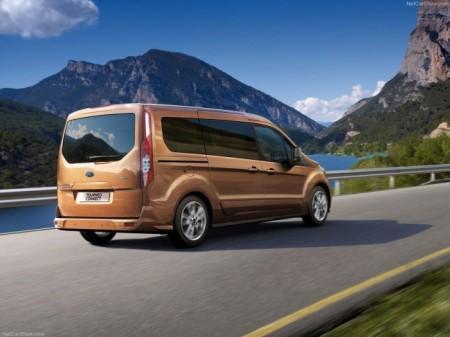 Ford Transit Connect Wagon: вид сзади