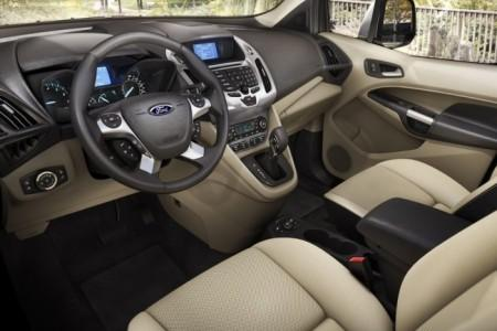 Ford Transit Connect Wagon:  салон