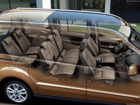 Ford Transit Connect Wagon: интерьер