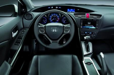 Honda Civic 5D: салон