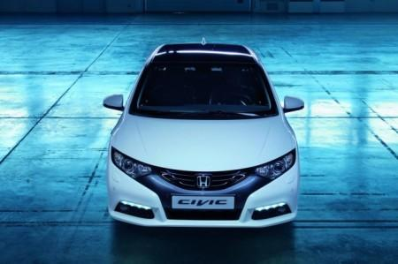 Honda Civic 5D: вид спереди