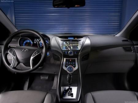 Hyundai Elantra 5 2014: салон
