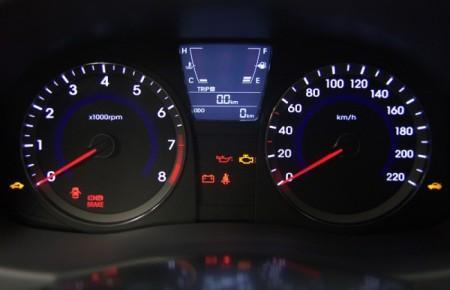 Hyundai Solaris: панель приборов
