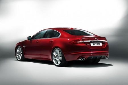 Jaguar XF 2012: вид сзади