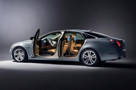Jaguar XJ 2014: открытые двери