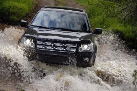 Land Rover Freelander 2 (2013): вид спереди