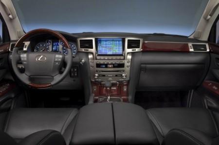 Lexus LX 570: салон
