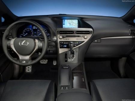 Lexus RX: салон