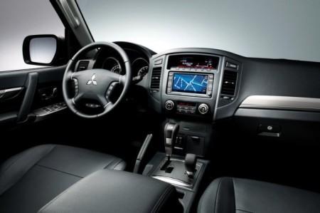 Mitsubishi Pajero 4: салон