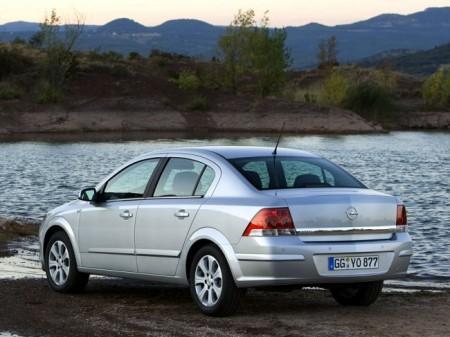 Opel Astra H (Family): вид сзади