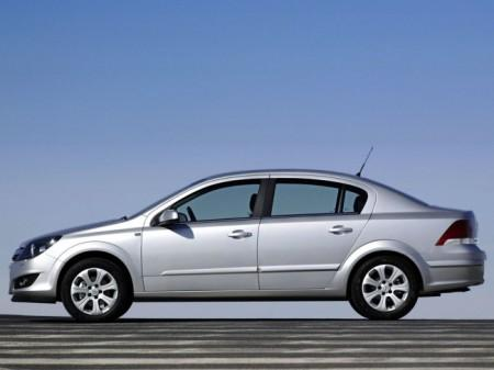 Opel Astra H (Family): вид сбоку