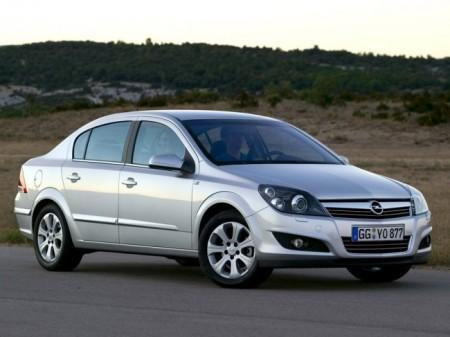 Opel Astra H (Family): вид спереди