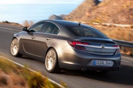 Opel Insignia 2014: вид сзади