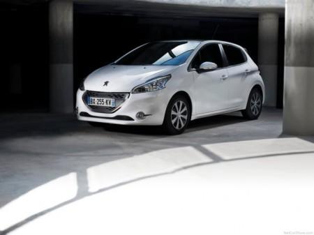 Peugeot 208: вид спереди