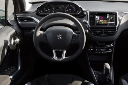 Peugeot 208: салон