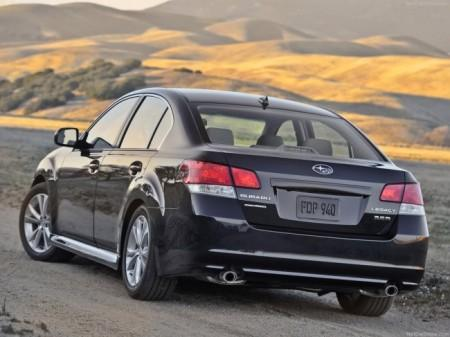 Subaru Legacy 5 (2013): вид сзади