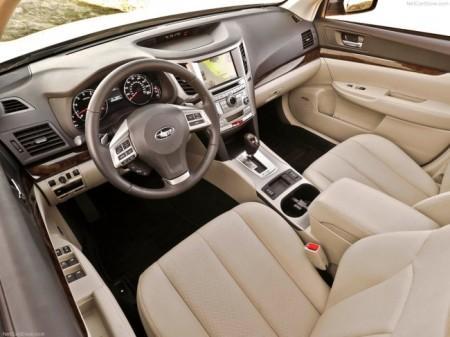 Subaru Legacy 5 (2013): салон