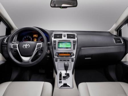 Toyota Avensis 3: салон