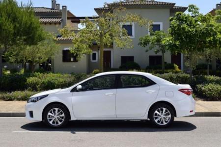 Toyota Corolla 11: вид сбоку