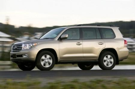 Toyota Land Cruiser 200: вид сбоку