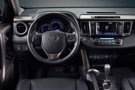 Toyota RAV4 IV: салон