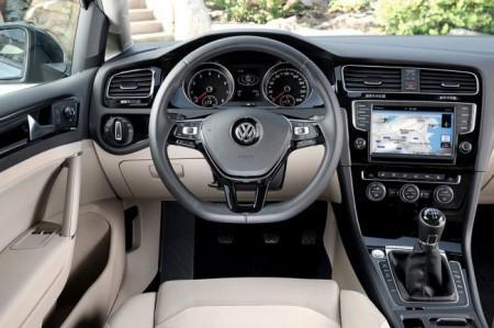 Volkswagen Golf 7: салон