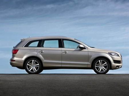Audi Q7: вид сбоку