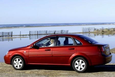 Chevrolet Lacetti: вид сбоку