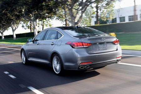 Hyundai Genesis 2: вид сзади