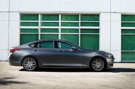 Hyundai Genesis 2: вид сбоку